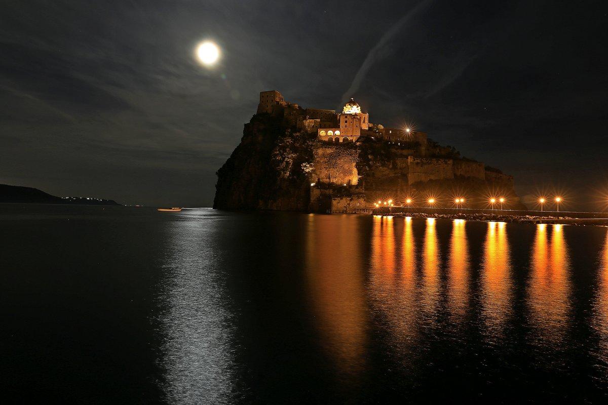 Арагонский замок. ночь - Юрий