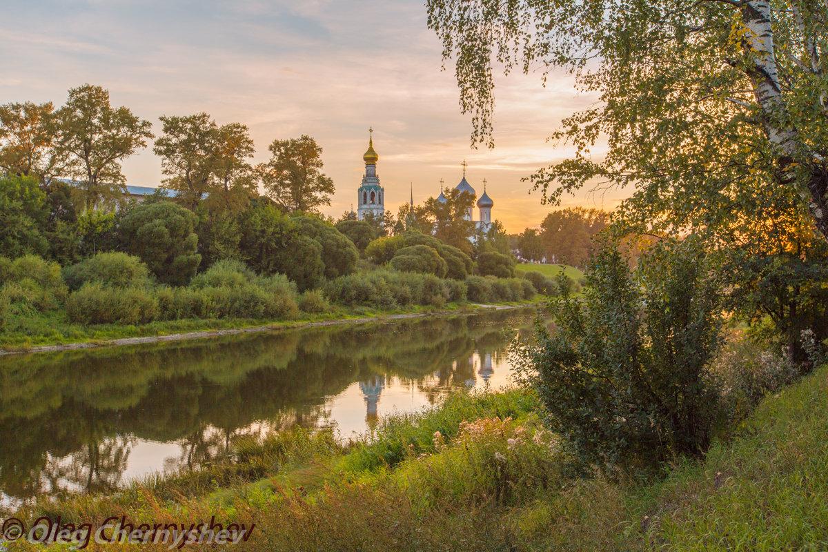 Закат над Вологодским кремлем. - Олег Чернышев