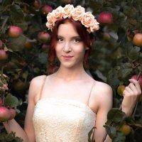 в яблоневом саду :: Анастасия Кисель