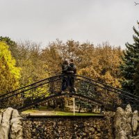 Осень.Парк.Двое. :: Владимир Косиков