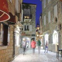 Ночные улочки Старого Города (Будва, Черногория). :: Лидия Гордеева