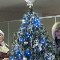 Лена и Маша у ёлки :: Дмитрий Никитин