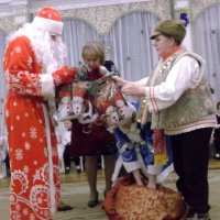 Где тут подарочки?? :: Svetlana Lyaxovich