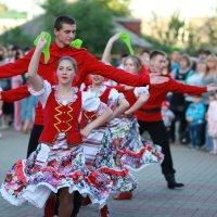 Самый трогающий за душу - русский народный танец. :: Юлия
