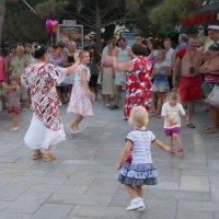 Танцуют все! :: Ирина Гайворонская
