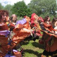 Цыганский задорный танец! :: Татьяна