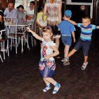 на  танцполе :: Евгения Полянова