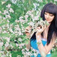 В цветущем саду! :: SVETLANA FABRICHNAYA