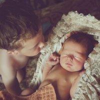 Младший брат :: Ксения Старикова