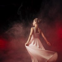 Танцующая в темноте :: Olga Burmistrova