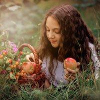 Яблоки с запахом лета :: TATYANA PODYMA