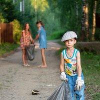 Мальчик с пальчик. :: Олег Савицкий