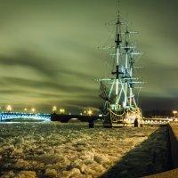 Фрегат на зимовке :: Валентин Емельянов
