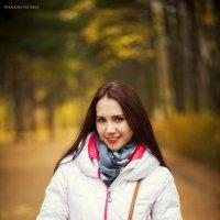 прекрасная Алена в осеннем лесу :: Виктория Савака