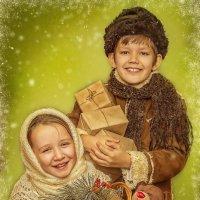 Дети с подарками. :: Наталья Сергеева