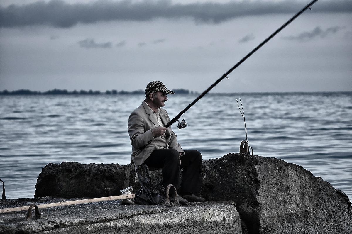 образ рыбака в сотникове кратко