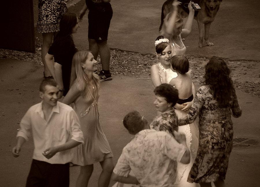 Свадьба во дворе - Цветков Виктор Васильевич