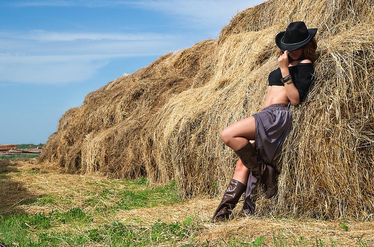 Секс с мулаткой в стогу сена