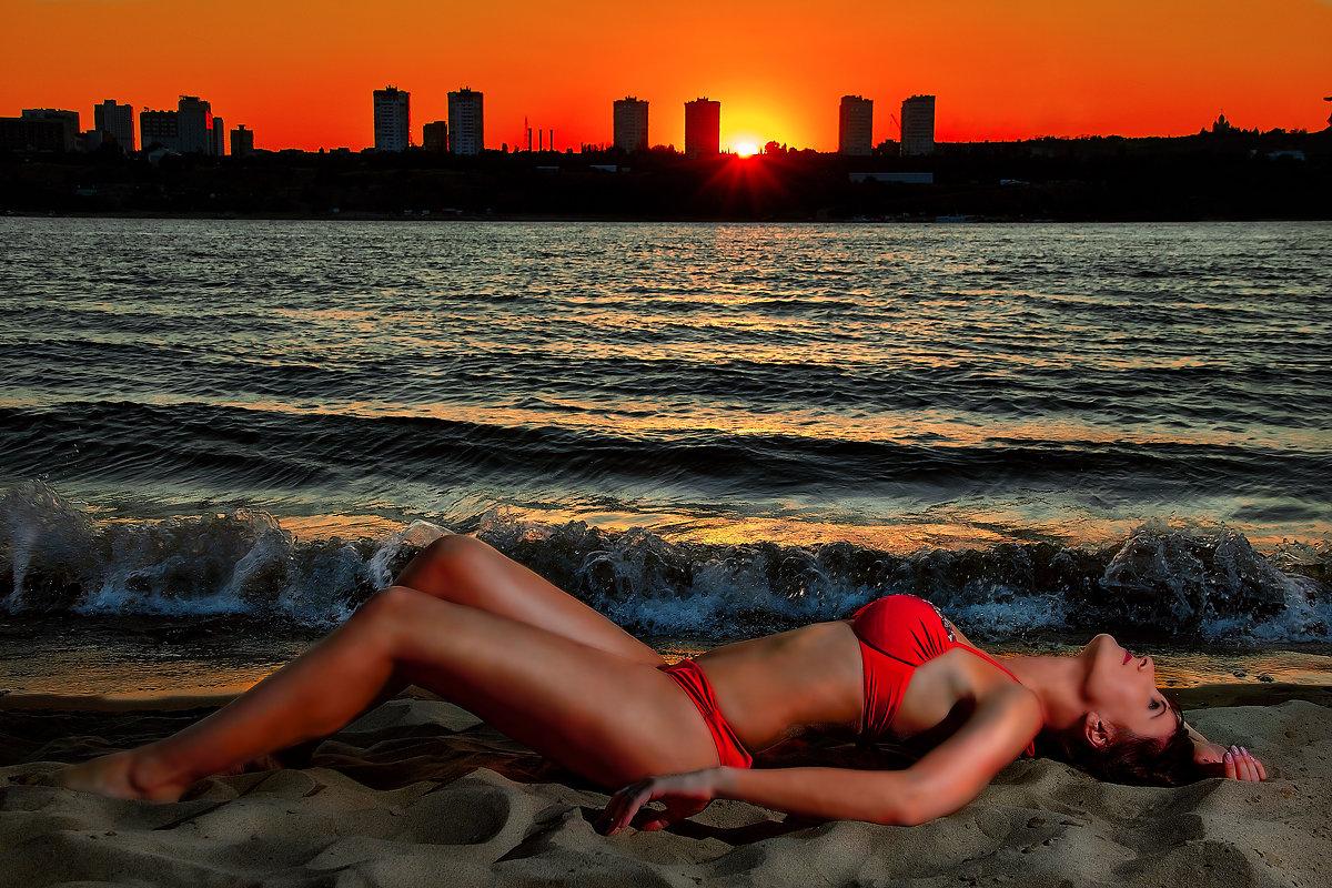 Закат на пляже - Александр Лукин