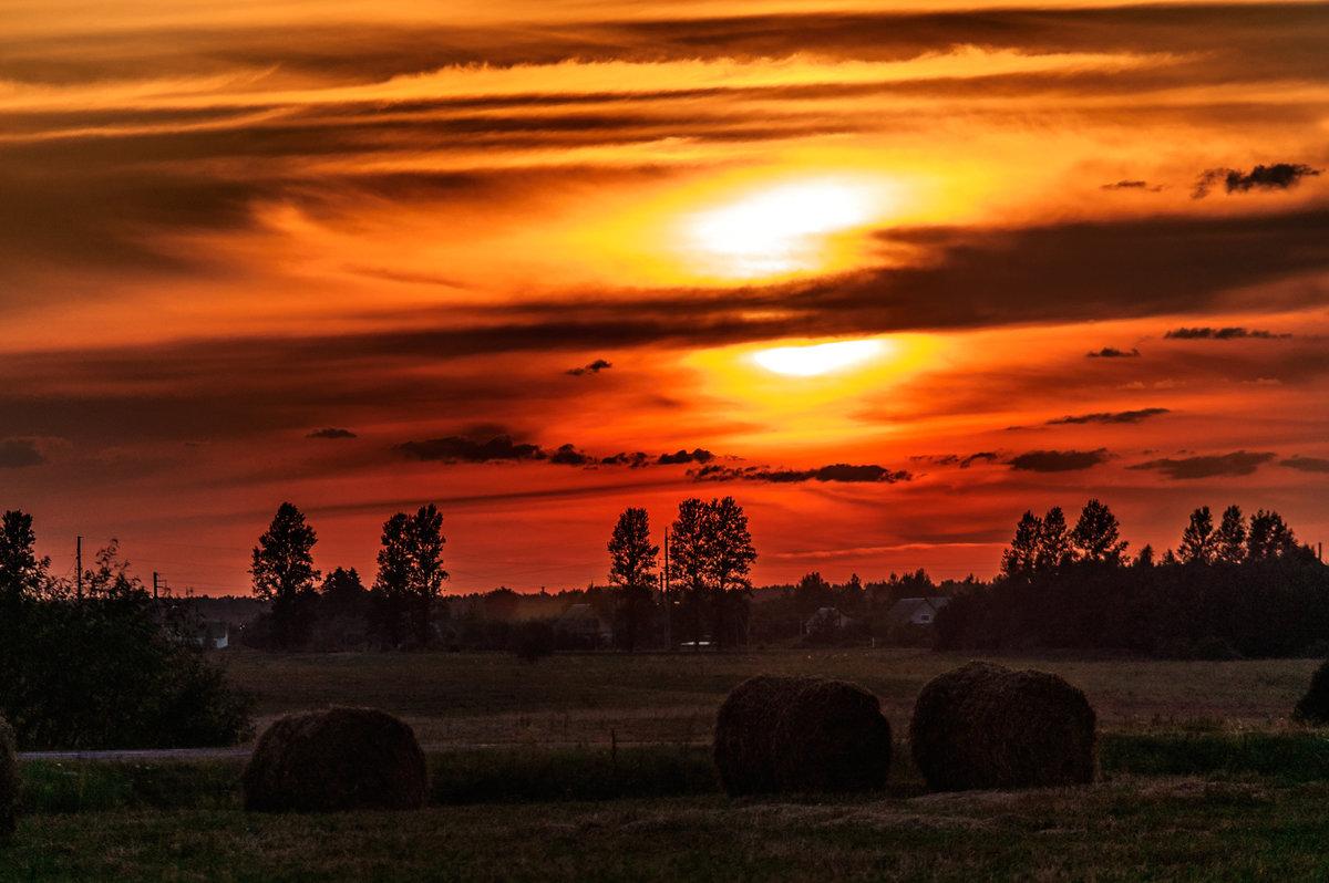 Закат над селом - Анатолий Клепешнёв