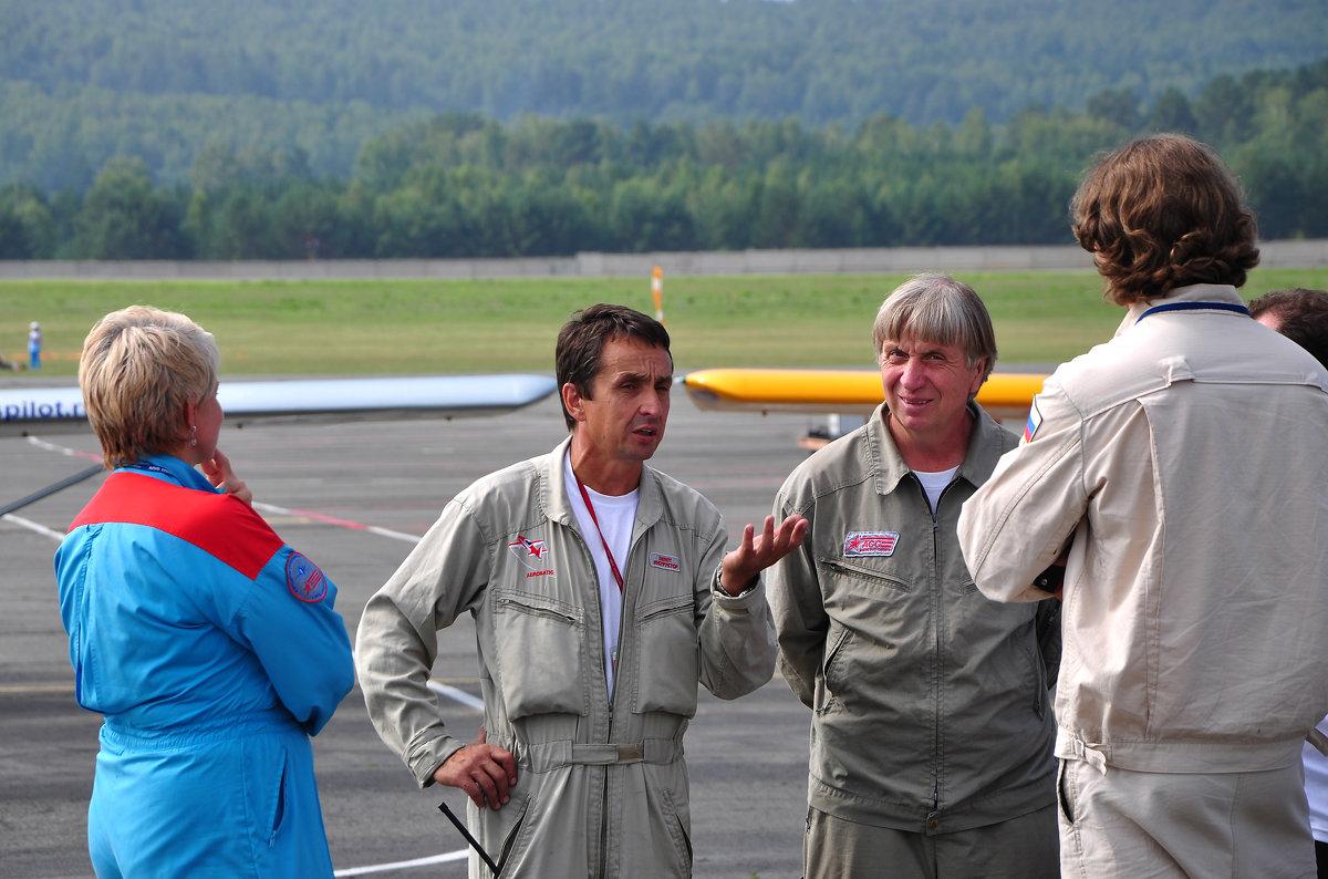 картинки с Авиашоу в Красноярске-2, пилоты - Ларико Ильющенко
