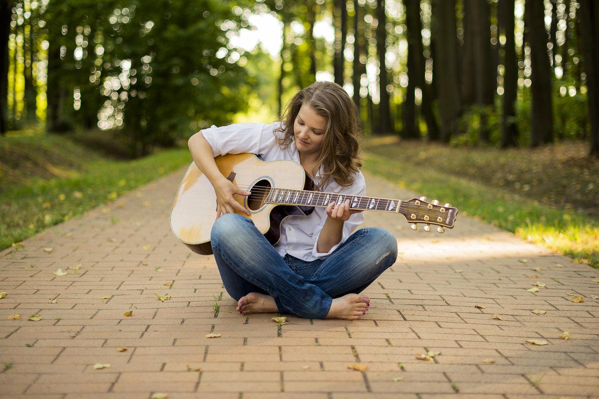 Девушка с гитарой - Наталья ***