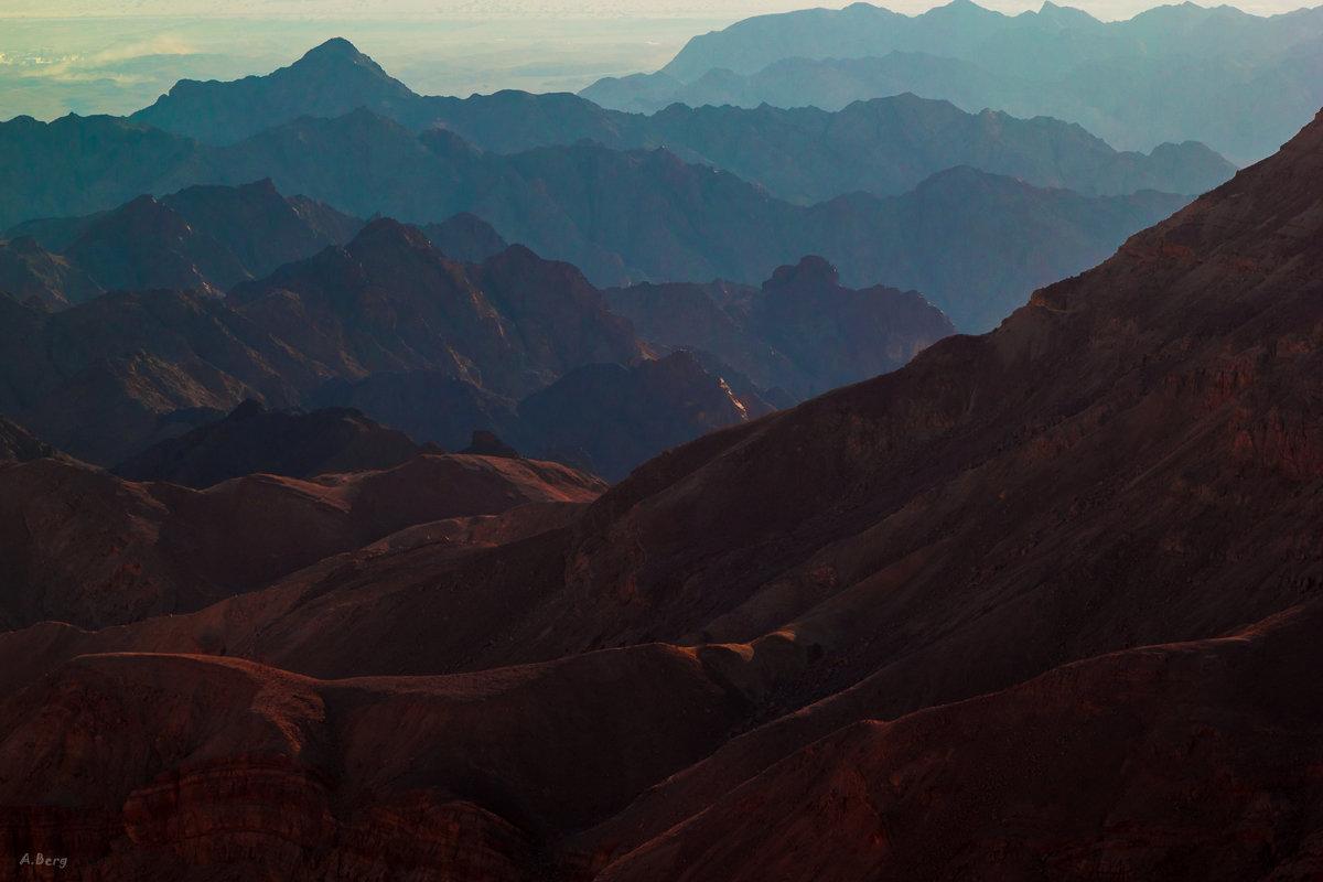 Горная пустыня на рассвете - Arkady Berg