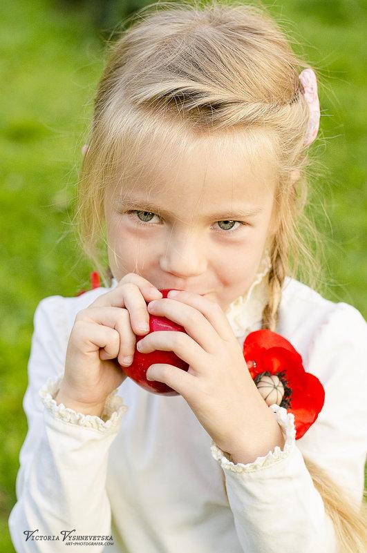 Вкусное яблоко - Виктория Вишневецкая