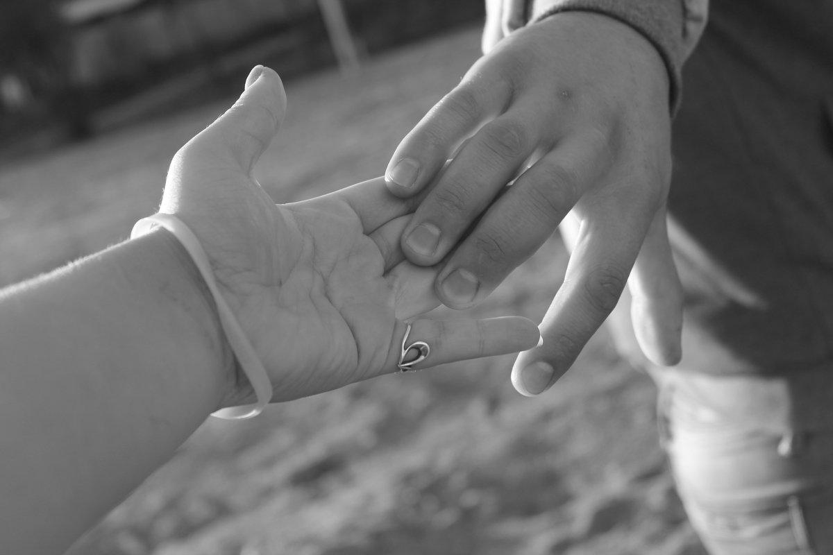Тримай мене мiцно своею рукою