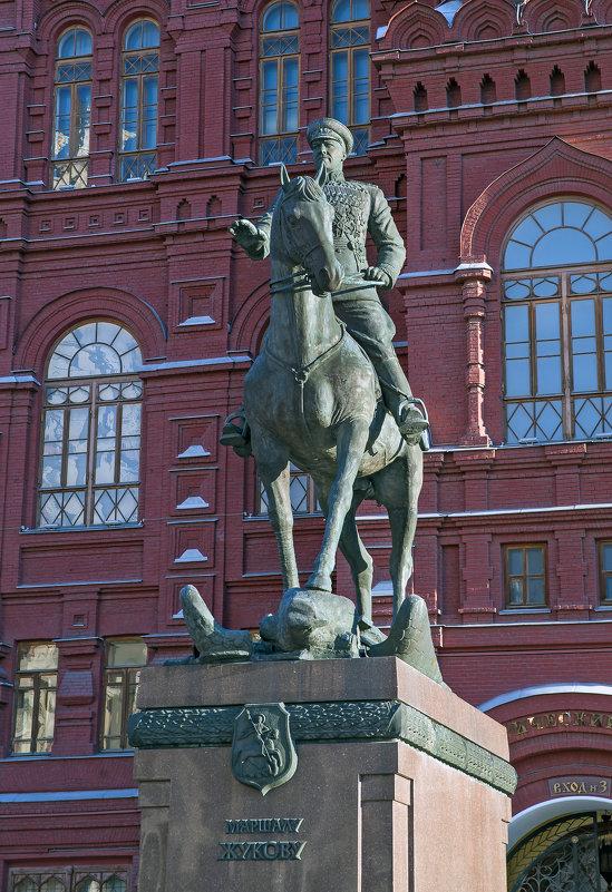 Памятник Жукову Г.К. - Владимир Питерский