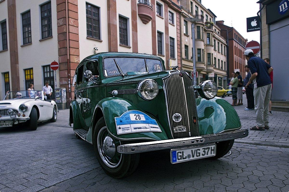 Vauxhall DX 14 HP (1937) - Andrej Winner
