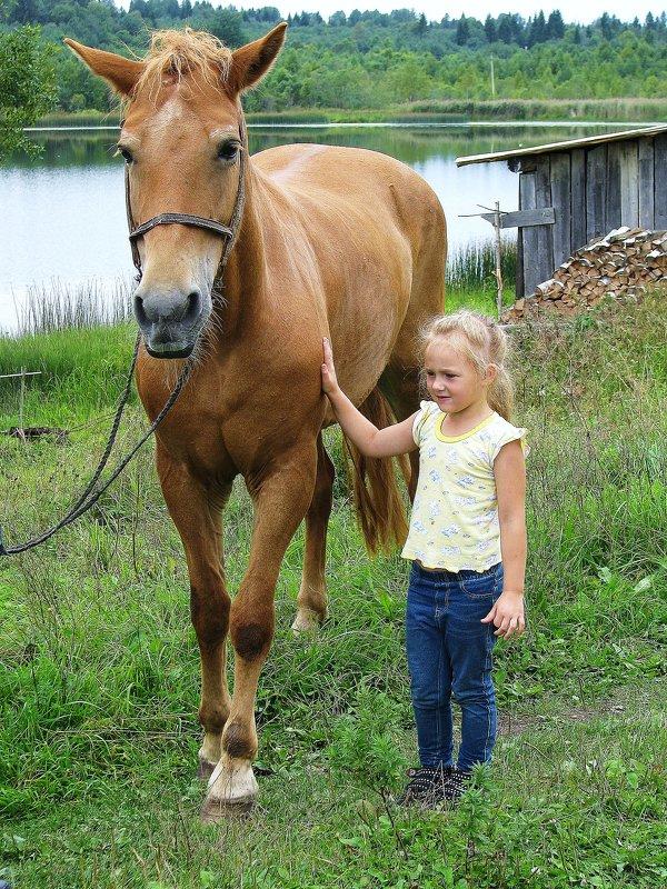 Я люблю свою лошадку. - Галина .