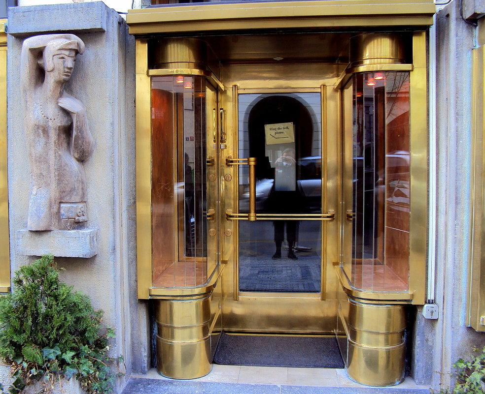 Оформление входных дверей. ПРАГА - Tata Wolf
