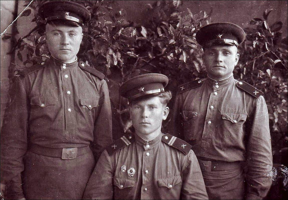 Армейские друзья.  1953 год - Нина Корешкова