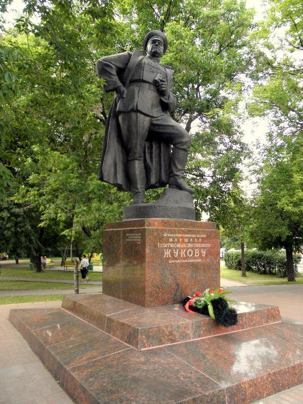 Памятник маршалу Г.К.Жукову в Москве. - Елена