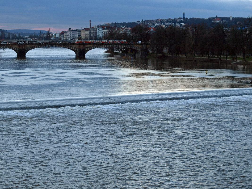 Красные трамваи на мосту Легионов - Татьяна [Sumtime]