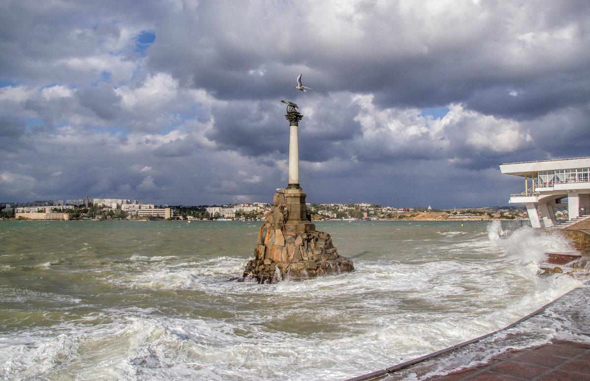 Памятник затопленным кораблям - Виктор Фин