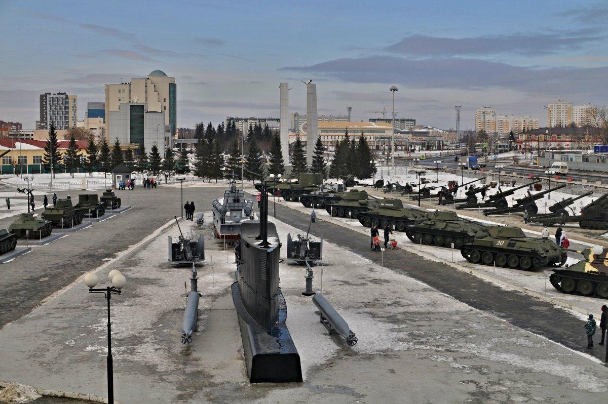 Урал, столица военной техники - Борис Соловьев