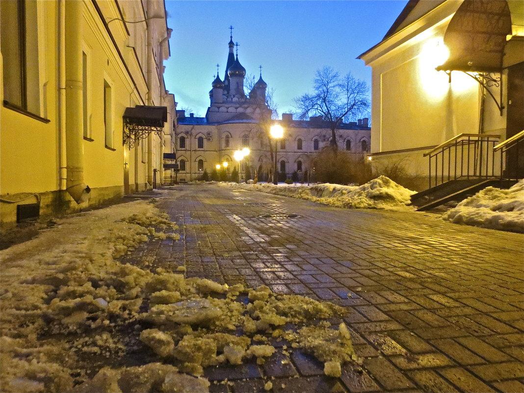 монастырский двор - Елена