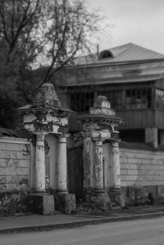 колонны на Казанской - Михаил