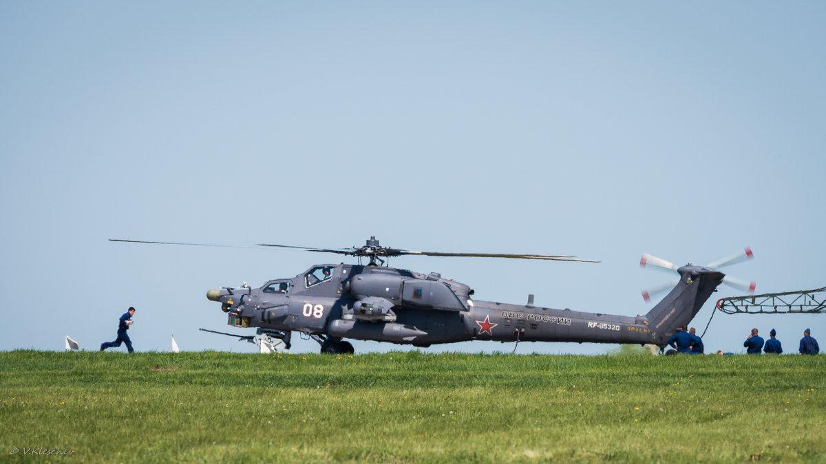 Ми-28Н на заправке топливом. - Владимир Клещёв