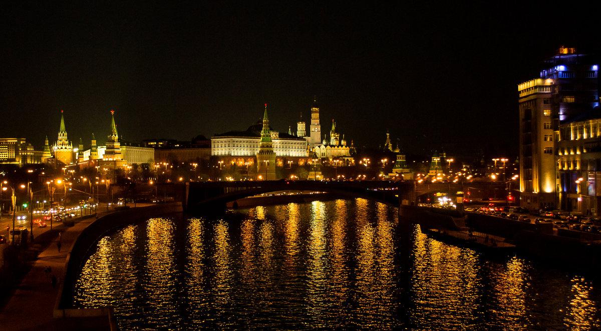 вид с Патриаршего моста на Кремль - Галина Кубарева