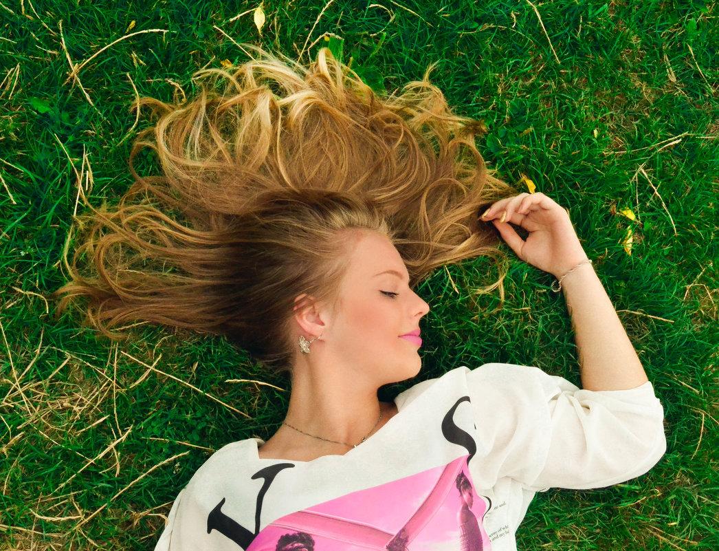 Дуже багато людей весь тиждень чекають п'ятницю, весь місяць свята, весь рік літа, і все жит - Yulia