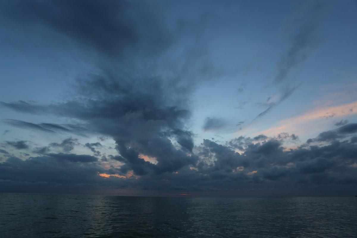 Закат в ненастный день - valeriy khlopunov