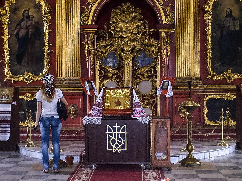 В храме - Владимир Бровко