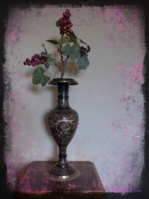 Виноградная лоза в индийской вазе - Nina Yudicheva