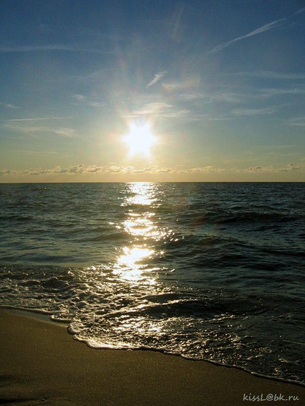 Утомлённое солнце нежно с морем прощалось... - Elena N