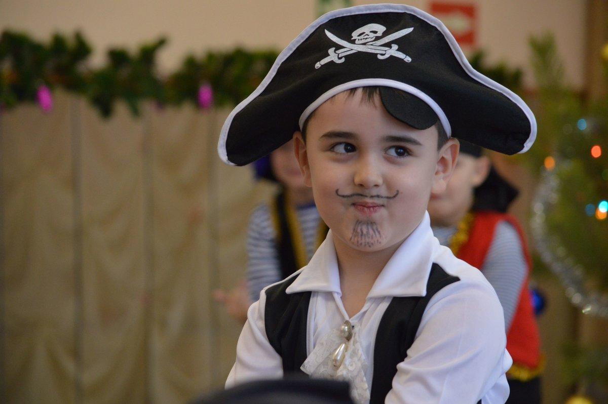 Добрый пират - Валерий Лазарев