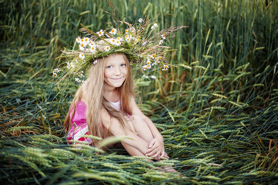 В поле - Анна Гросс