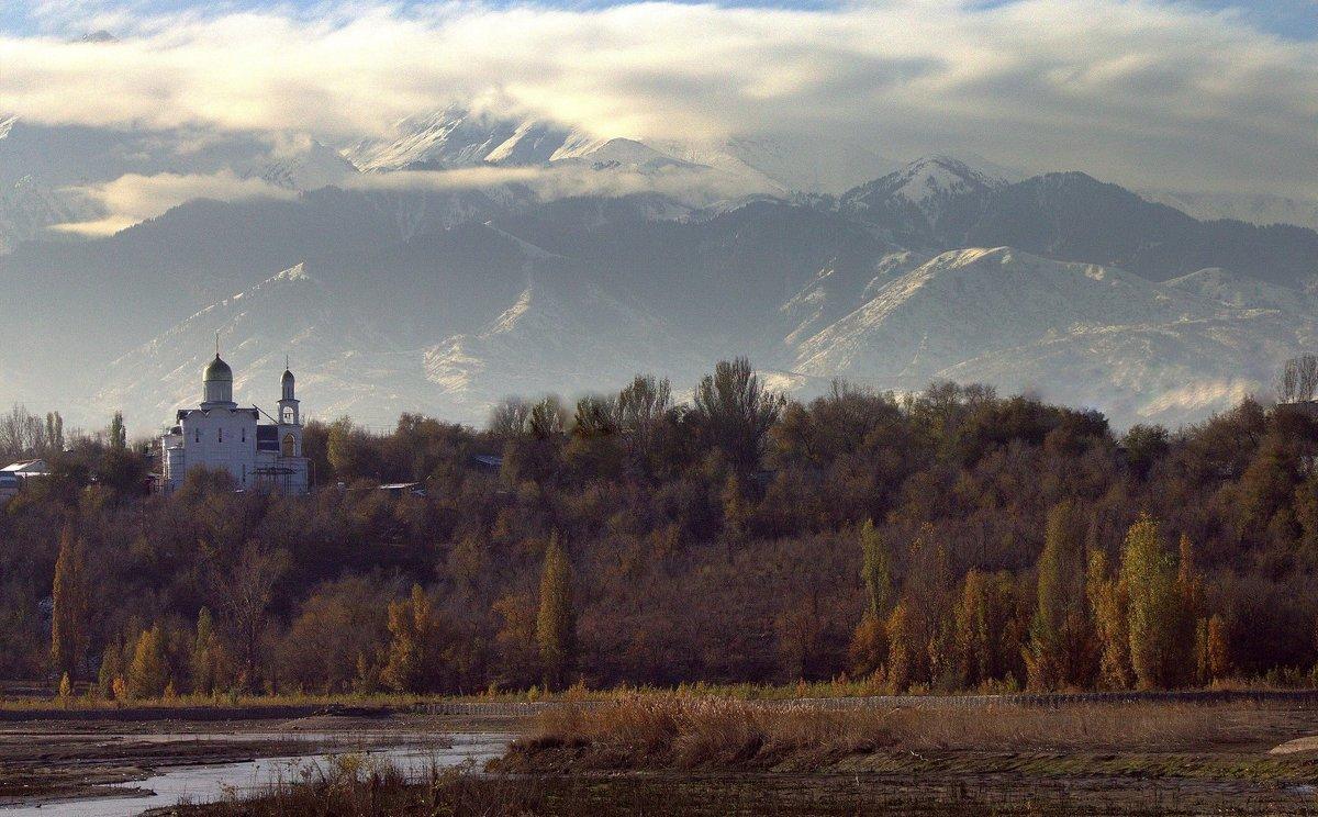 у озера - Сергей Савич.